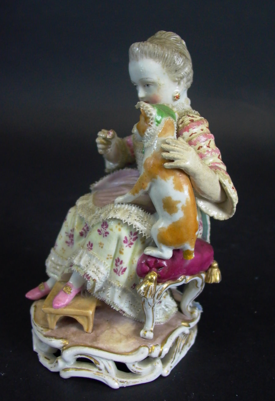 antike fr he meissen figur nr b94 m dchen mit katze michel acier um 1766 ebay. Black Bedroom Furniture Sets. Home Design Ideas